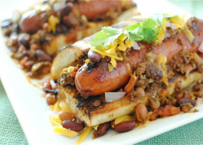 7 gourmet chili dogs