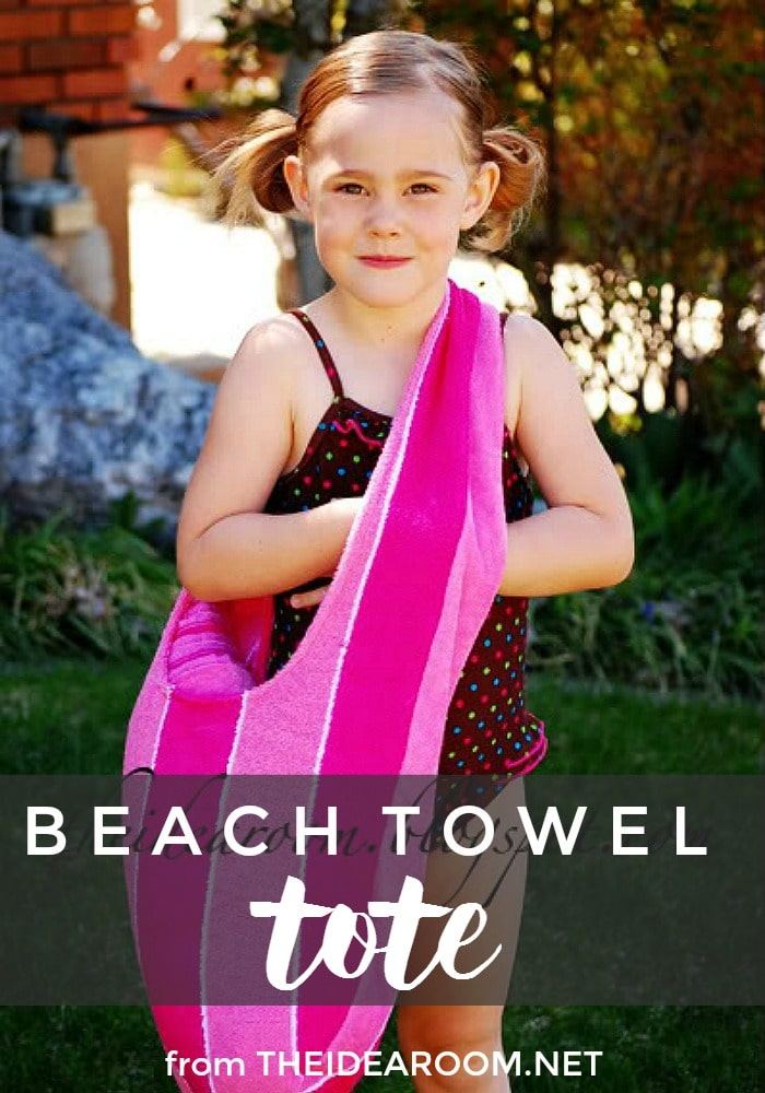 This beach towel tote is the perfect bag to take to the pool and beach this summer! via @somewhatsimple