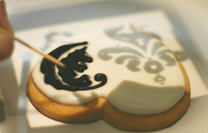 4 damask cookies