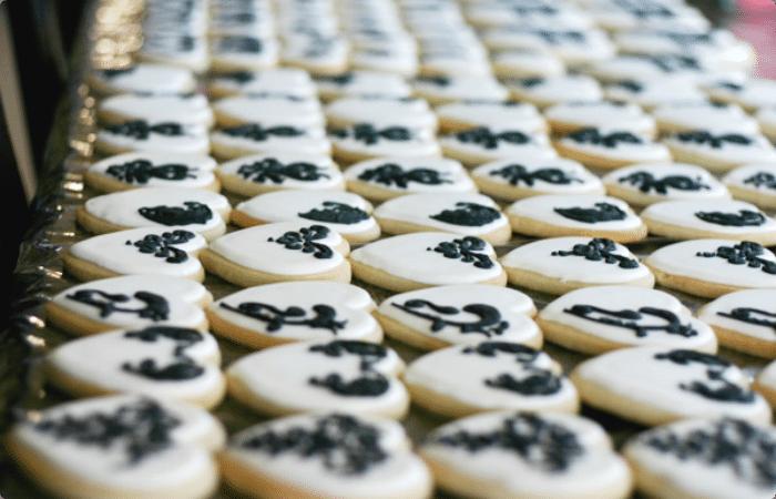 6 damask cookies