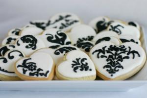 7 damask cookies