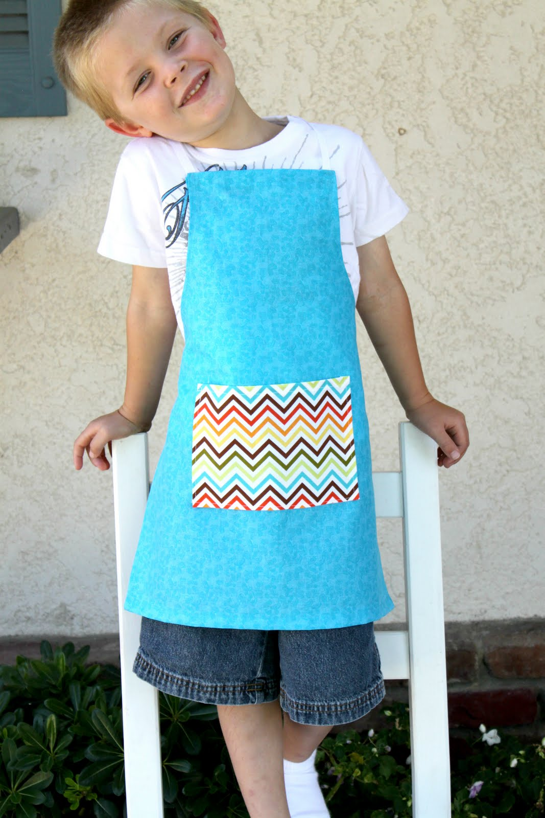 childs apron 23
