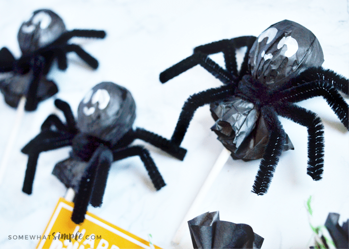 Halloween spider lollipops