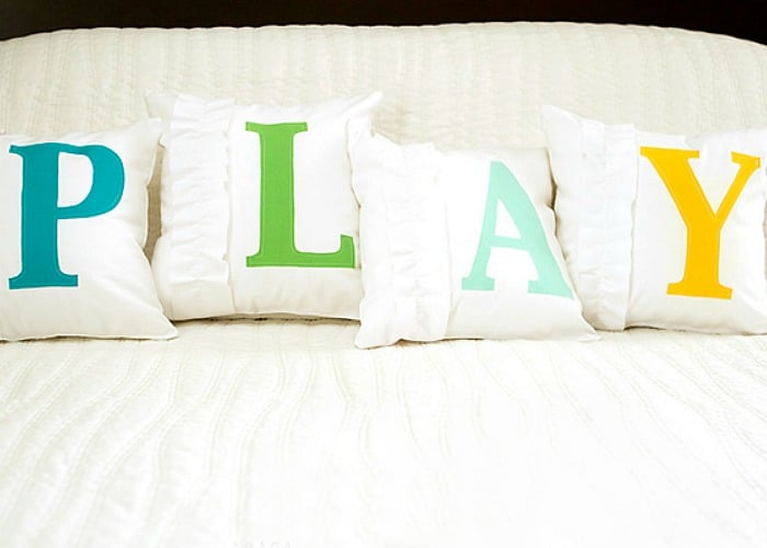 12 Pillow Tutorials – Fun Decor for Any Room!