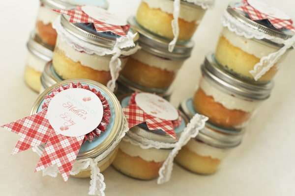 Tasty Beautiful Things- Strawberry Cake in a Jar ...
