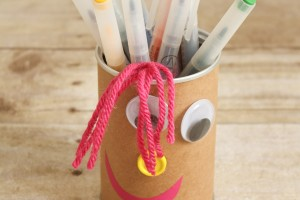 Silly Faces Pencil Holders via createcraftlove.com for Somewhat Simple #pencilholders #kidscrafts #backtoschool