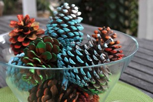 Blue-Ombre-Painted-Pine-Cone-Fall-Craft-Idea