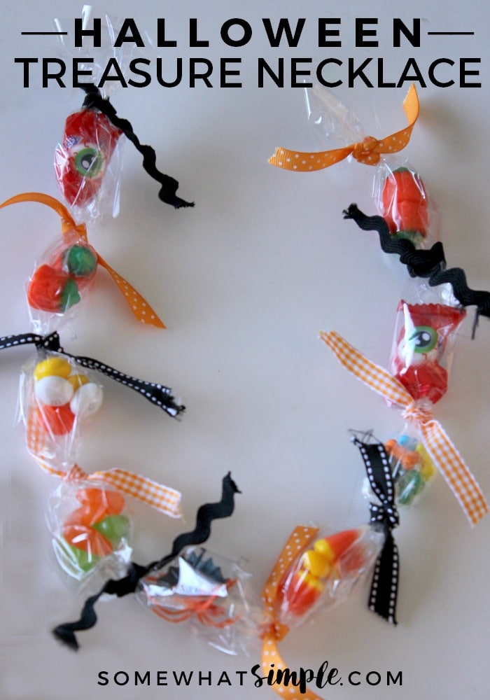 This Halloween Treasure Necklace is the perfect classroom, play date, or Halloween party activity that little ones are sure to enjoy. via @somewhatsimple