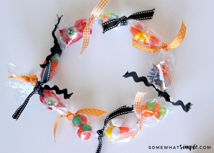 halloween-treasure-necklace-tutorial
