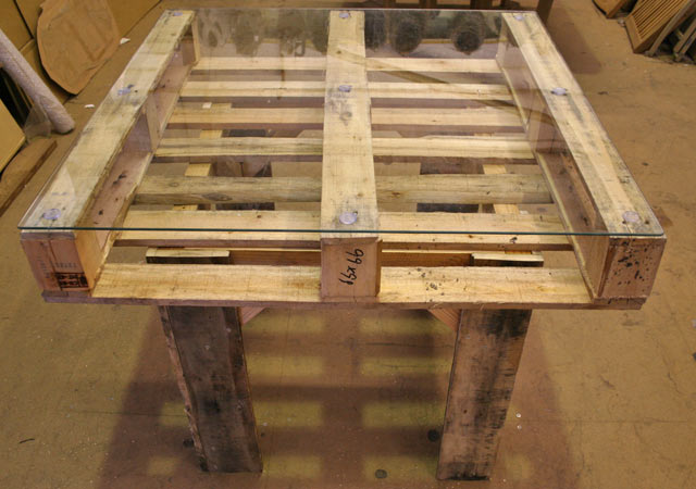 How to Build A Pallet Table - Somewhat Simple