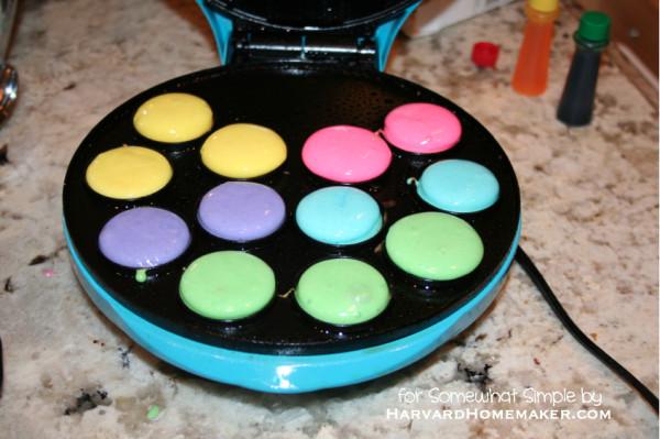 Easy Polka Dot Cupcakes_Bake in Cake Pop Maker