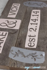 Beautiful DIY Rustic Sign | By saynotsweetanne.com via Somewhatsimple.com | #diy #rustic #decor