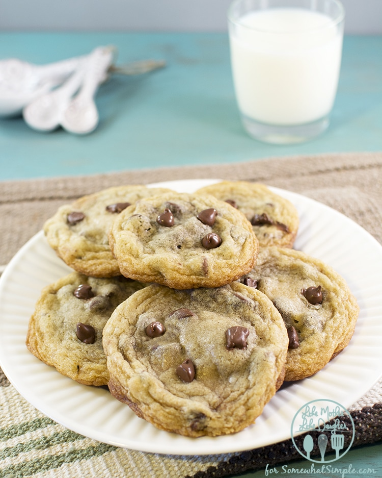nutella stuffed chocolate chip cookies2