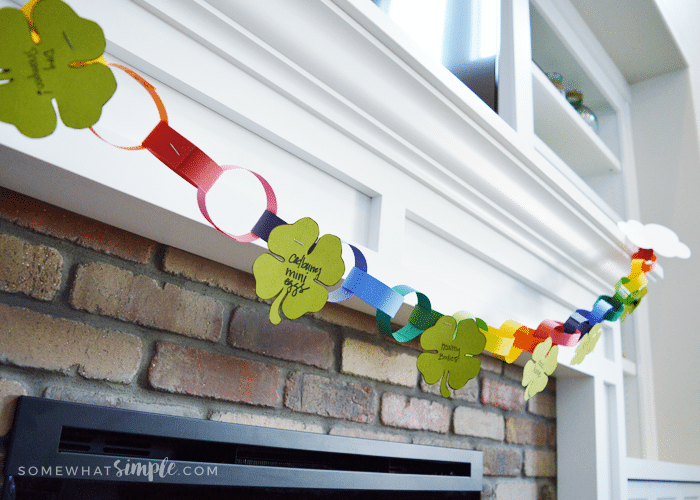 a garland decorated for st patricks day