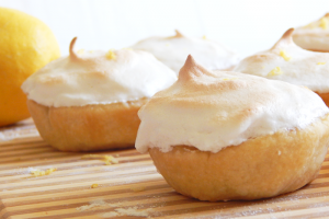 mini lemon meringue pies main