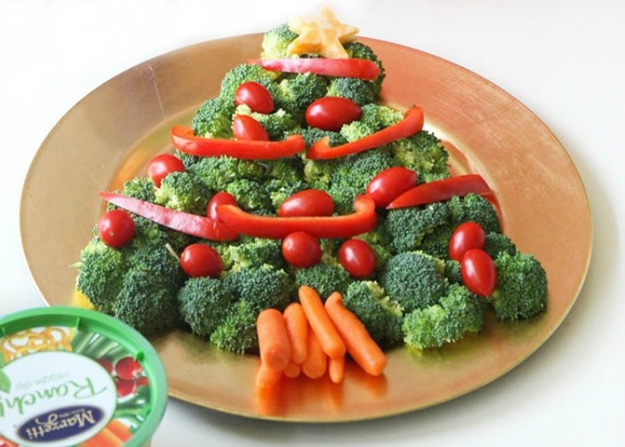 christmas tree veggie tray somewhat simple