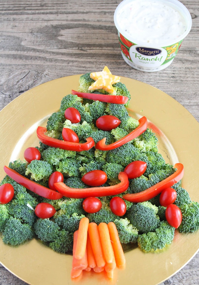 a Veggie christmas tree formed on a Tray