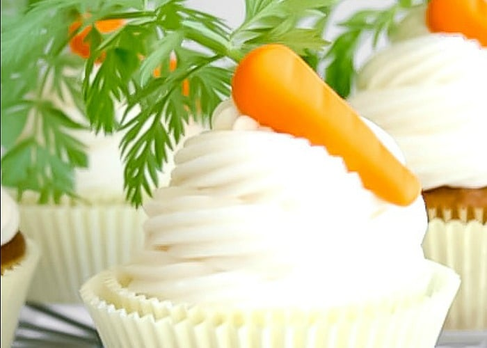 Carrot Cake Cupcakes with Fondant Carrots