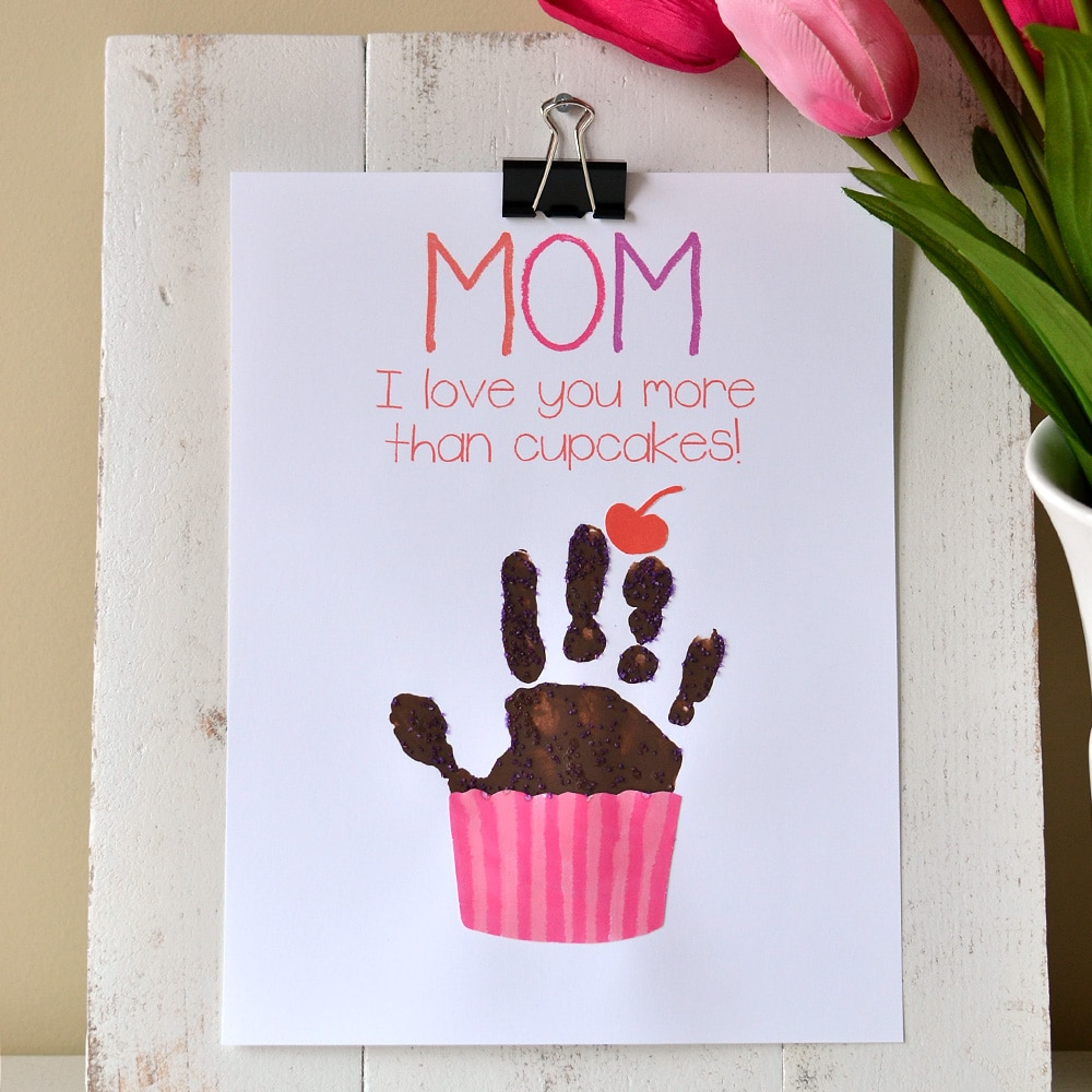 Cupcake handprint gift with free printable somewhat simple for What to get grandma for mother s day