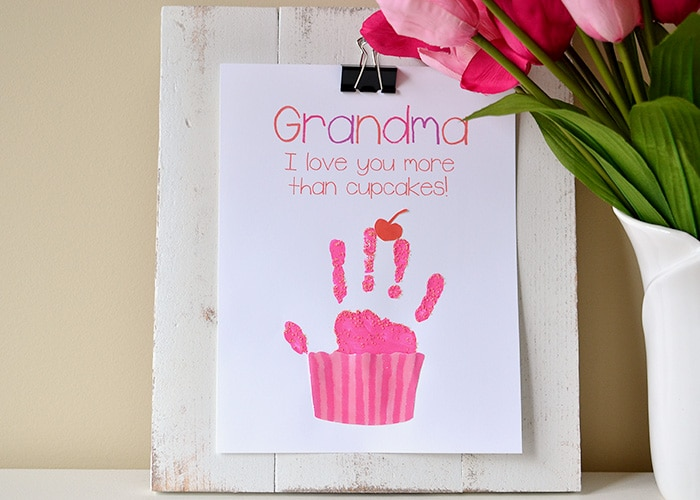 Make this adorable cupcake handprint craft for a Mother's Day gift! Free printables with version for Mom, Mommy and Grandma!