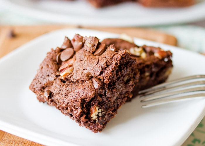 Chocolate and caramel are like a marriage made in heaven. Add some pecans to the mix, and you have an unbeatable brownie that is perfect for any occasion.