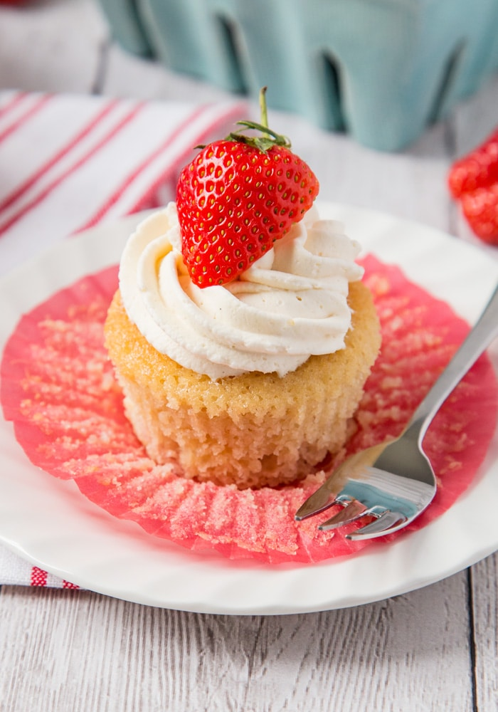 Strawberry and White Chocolate Cupcakes - Somewhat Simple