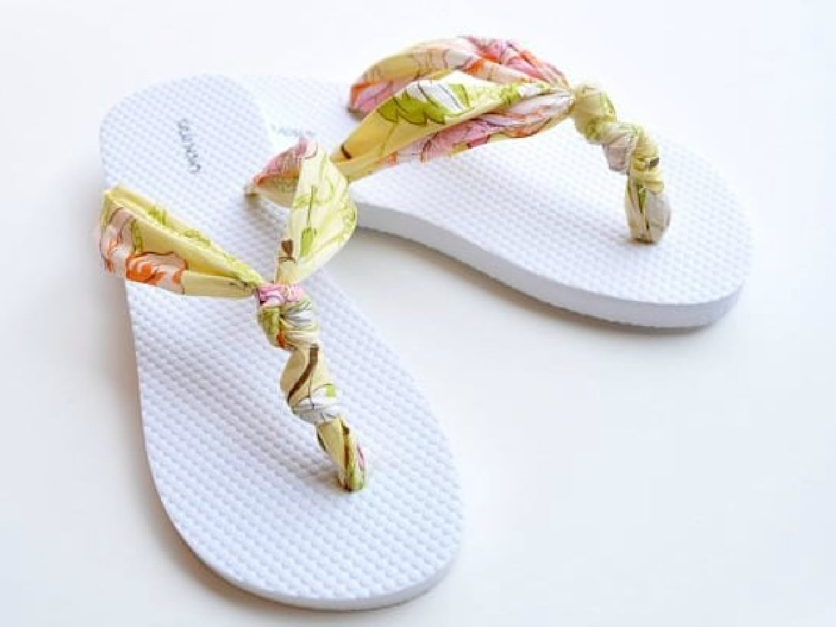 flip flops with fabric knots