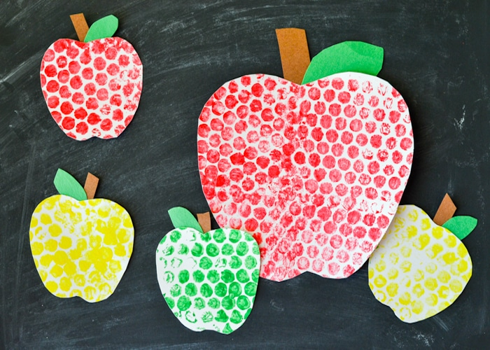 Bubble Wrap Painted Apples-4
