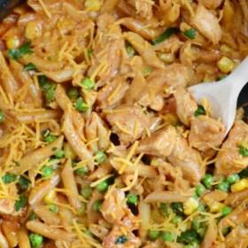 a pan of bbq chicken pasta