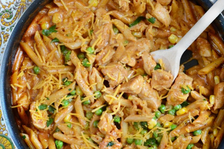 a pan of bbq chicken pasta
