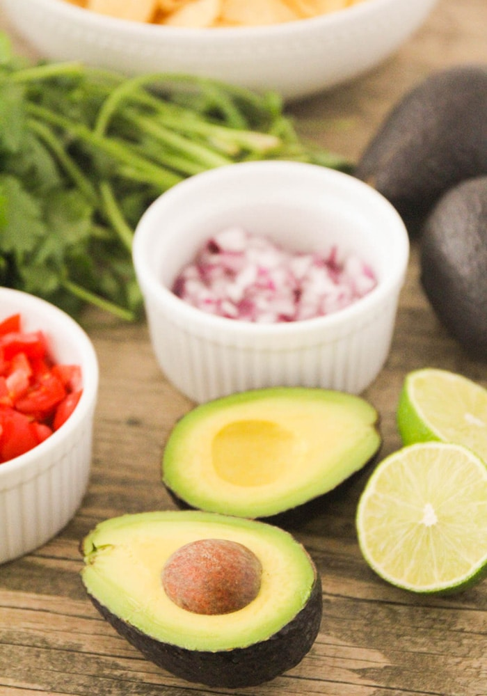 the ingredients needed to make Guacamole