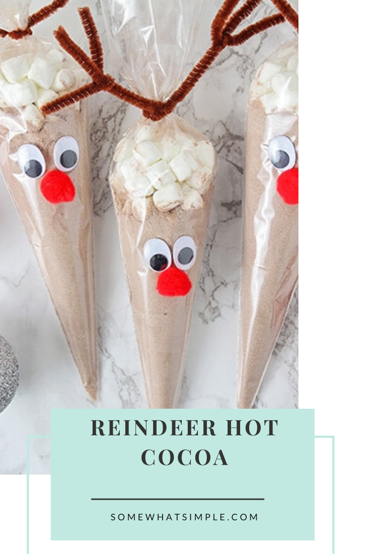 Reindeer hot chocolate bags are an easy and fun gift idea for this Holiday season.  Using just a few simple items, you can quickly make these adorable reindeer cocoa gifts for everyone on your list. This easy DIY Christmas gift idea is perfect for your neighbors or coworkers. via @somewhatsimple