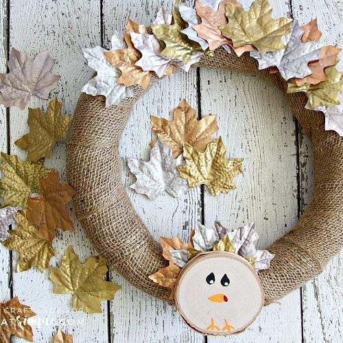 DIY Thanksgiving Decorations - This Simple Turkey Wreath is a fun and easy DIY decor project that is perfect for Thanksgiving. Gather a few inexpensive dollar store supplies, and make this turkey wreath this fall.