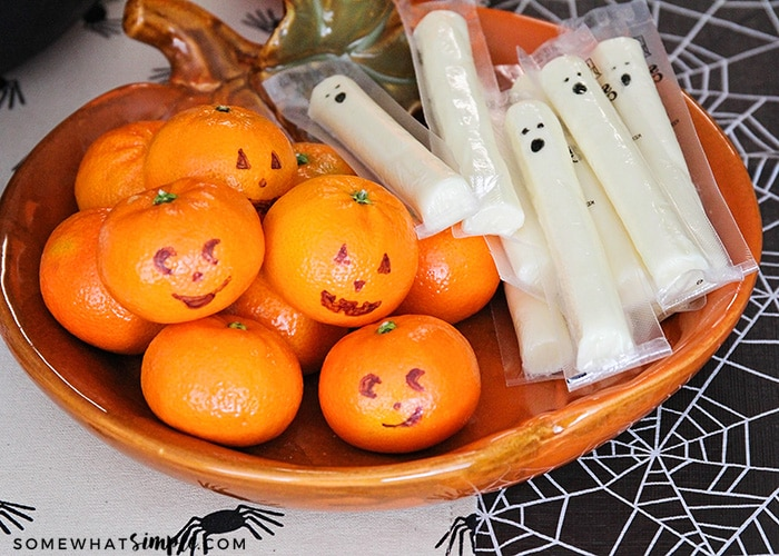 This simple and fun Halloween craft party is the perfect way to celebrate the season! Enjoy adorable crafts for the kids, plus spooky and delicious treats!