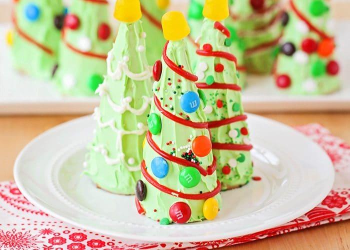 Easy Christmas Snacks – Waffle Cone Christmas Tree