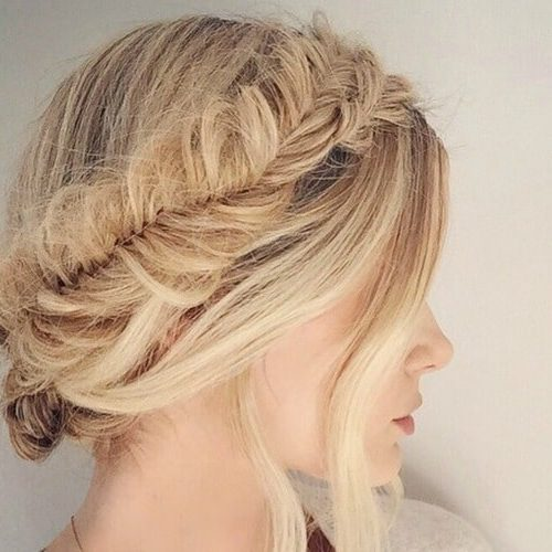 Prom Hairstyles For Thin Hair: Full Top Knot Hairstyle For Short Thin Hair