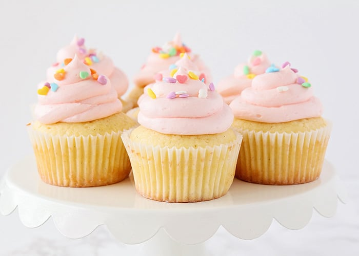 How to Frost Cupcakes Easy Cupcake Frosting Tips Somewhat Simple