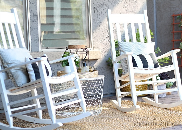 rocking chairs in courtyard