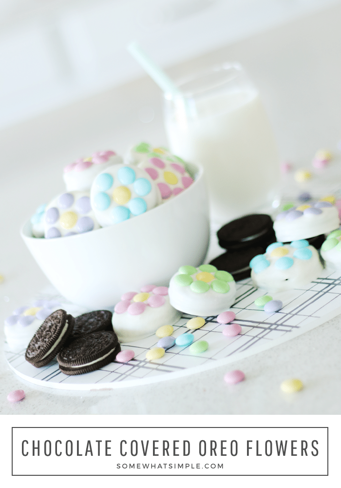 Chocolate covered Oreos are a fun and easy treat to make.  Making these chocolate Oreo to look like flowers are the perfect way to get in the mood for Spring! #chocolatecoveredoreos #howtomakechocolatecoveredoreos #diychocolatecoveredoreos #whitechocolatecoveredoreos #springchocolatecoveredoreosrecipe via @somewhatsimple