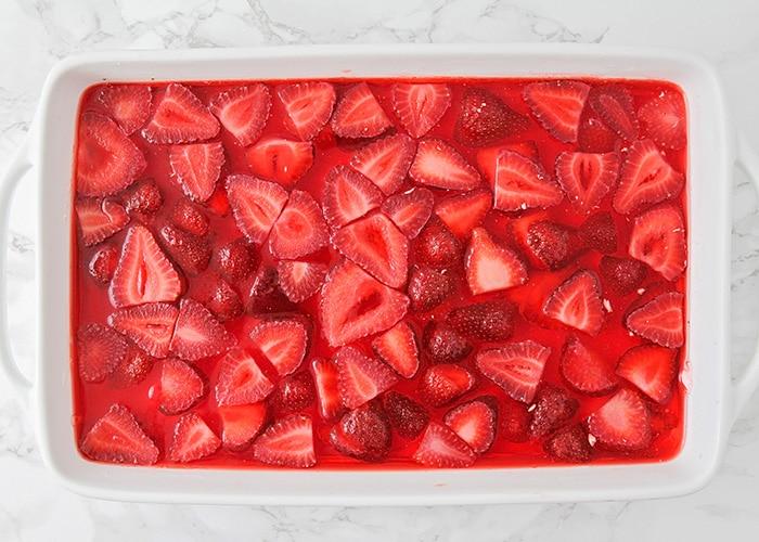 a pan of strawberry pretzel salad