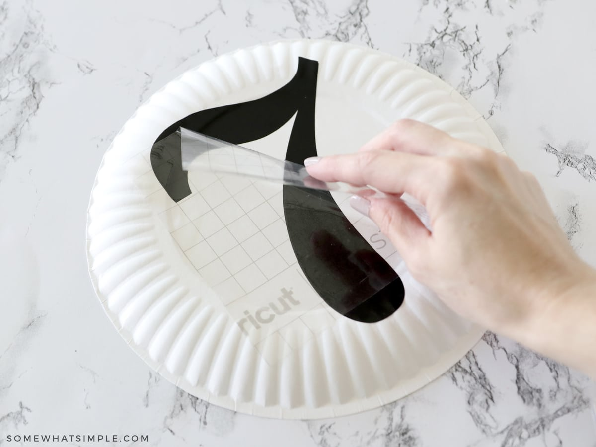 applying numbers to a paper plate