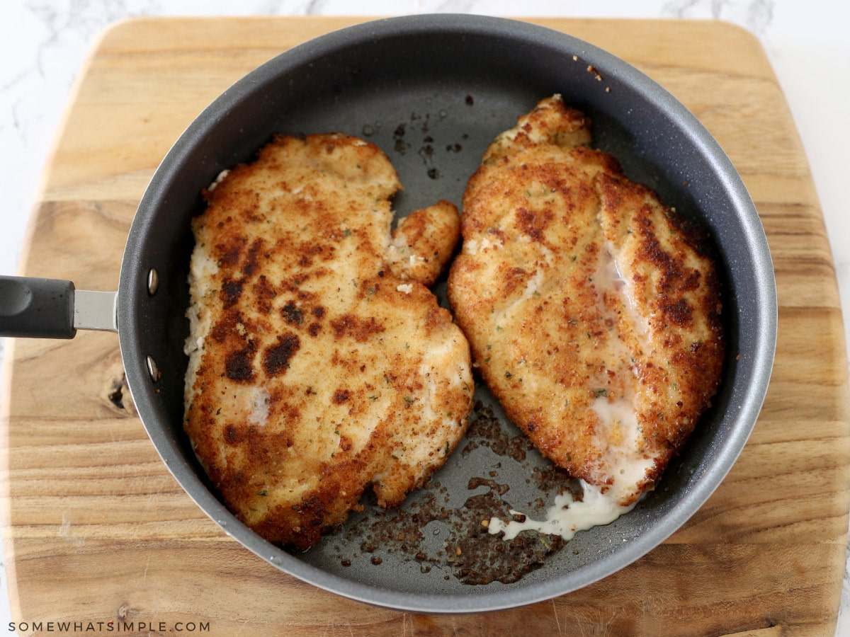 cooking chicken pizzaiola in a frying pan