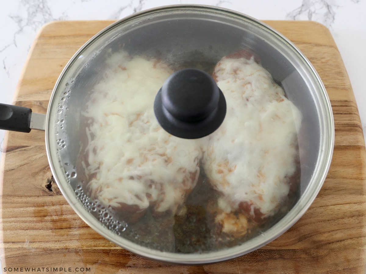 covering a pan with chicken